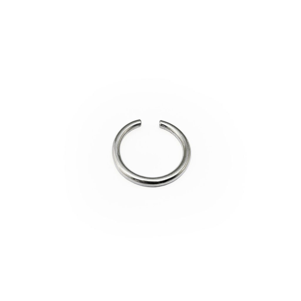 LOOP BIG SILVER EAR CUFF