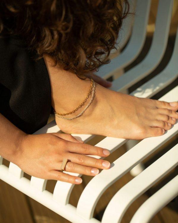metaformi_design_jewelry_guilty_pleasures_double_chain_ankle_bracelet_model