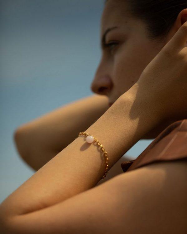 metaformi_design_jewelry_guilty_pleasures_gold_ball_bracelet_model