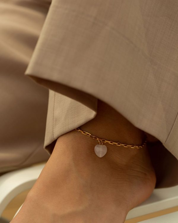 metaformi_design_jewelry_guilty_pleasures_gold_heart_ankle_bracelet_model