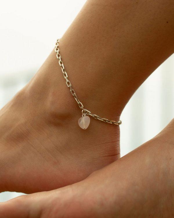 metaformi_design_jewelry_guilty_pleasures_silver_heart_ankle_bracelet_model