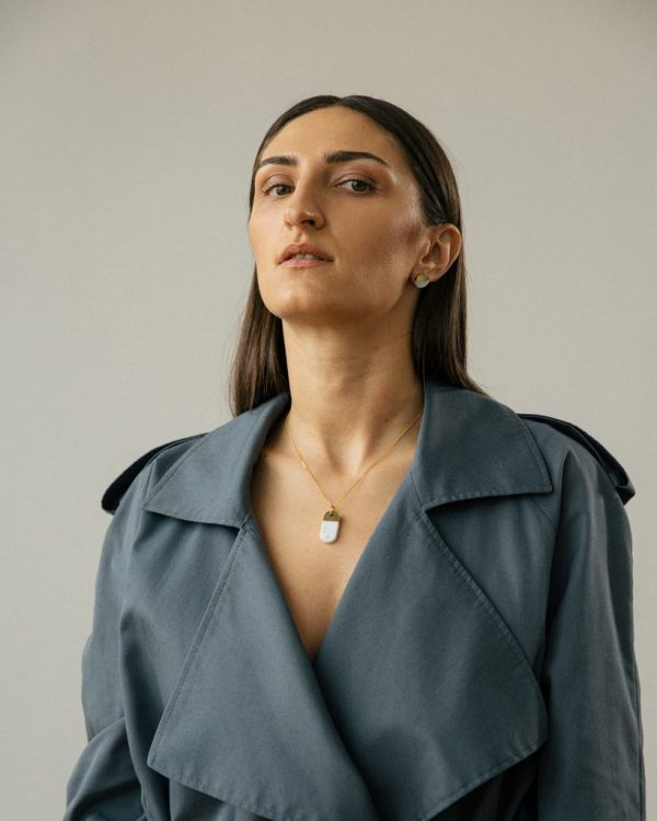 metaformi_design_jewelry_split_oval_necklace_bianco_model_2