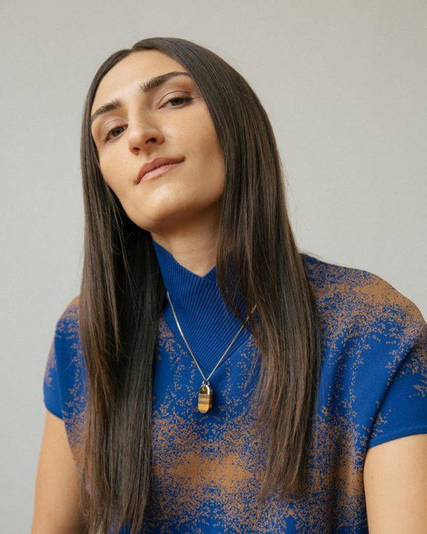 metaformi_design_jewelry_split_oval_necklace_tiger_eye_model_2