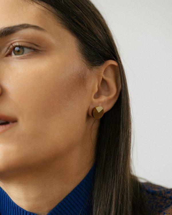 metaformi_design_jewelry_split_pie_earrings_tiger_eye_model