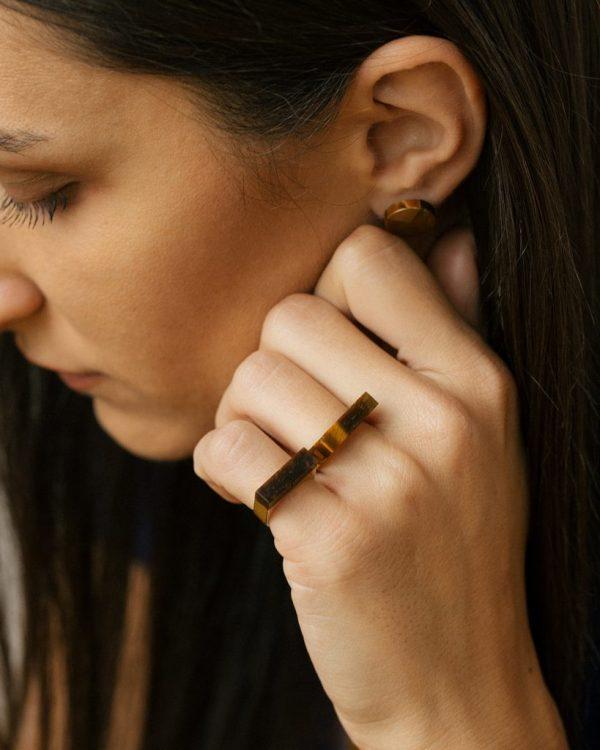 metaformi_design_jewelry_split_pie_earrings_tiger_eye_model_2