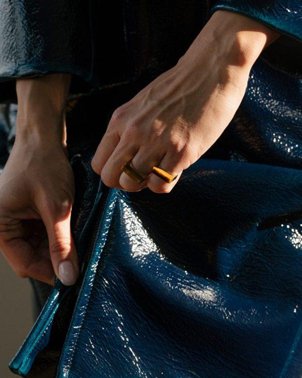 metaformi_design_jewelry_split_ring_tiger_eye_model_4