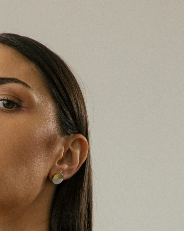 metaformi_design_jewelry_split_round_earrings_bianco_model_3