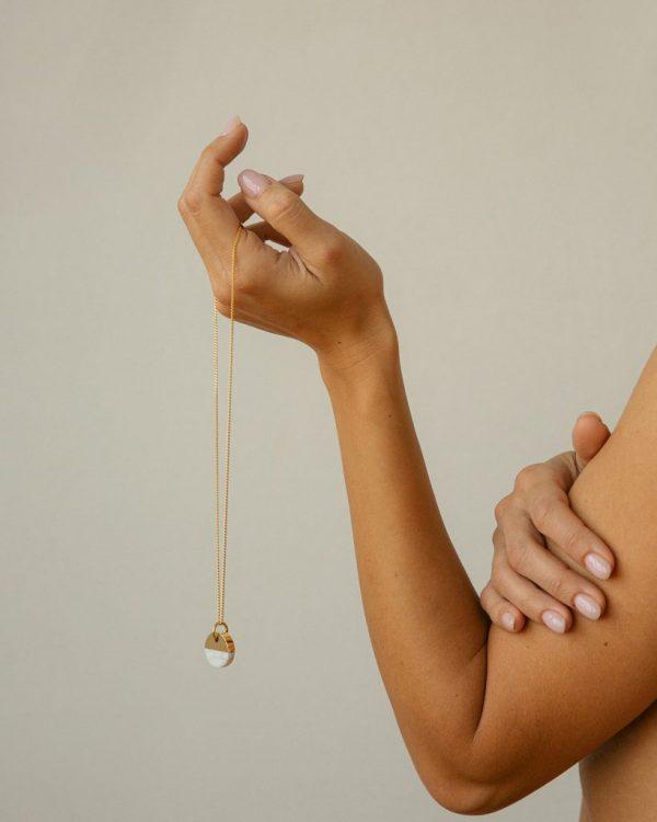 metaformi_design_jewelry_split_round_necklace_bianco_model_4